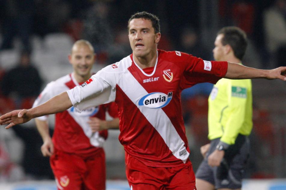 Dimitar Rangelow bejubelt seinen Treffer gegen Hannover 96. Damals spielte Energie noch in der Bundesliga.