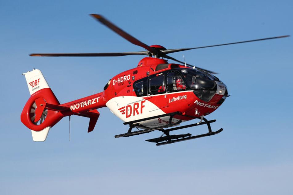 Ein Rettungshubschrauber flog den Verletzten in ein Krankenhaus. (Symbolbild)