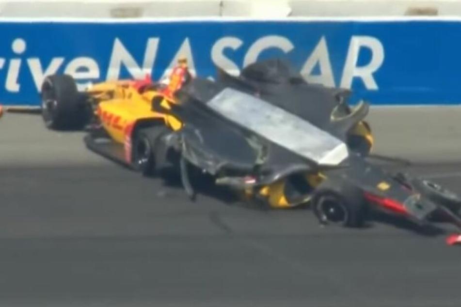 Viel ist nicht mehr übrig von Rosenqvists Auto. Ob es im NASCAR besser gelaufen wäre?