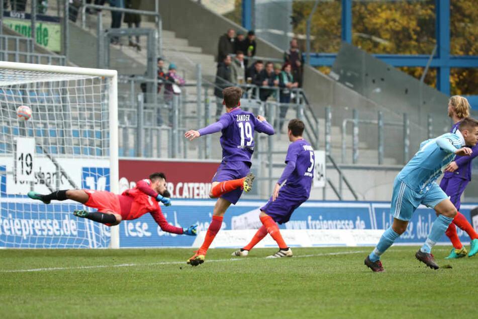 Am Sonnabend schoss Daniel Frahn  (r.) den CFC gegen Bremen in Führung. Zum Sieg reichte sein Tor nicht. Die Gäste  glichen in der Nachspielzeit aus.