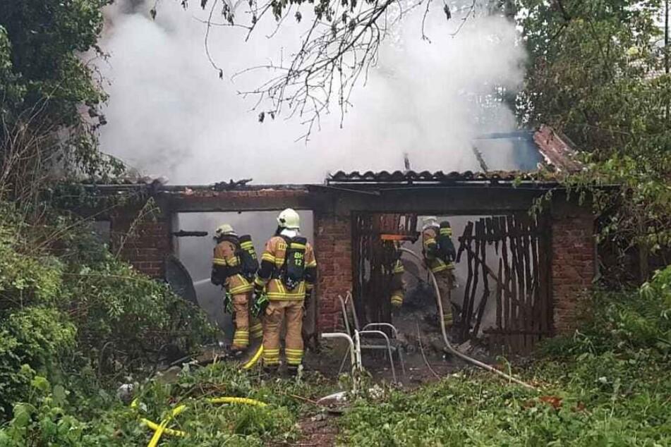 Gegen 19.53 Uhr brannte eine Gartenlaube in der Luisen-Straße nieder.