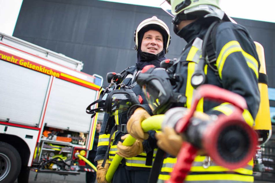 Kameraden der Feuerwehr Gelsenkirchen im Einsatz.
