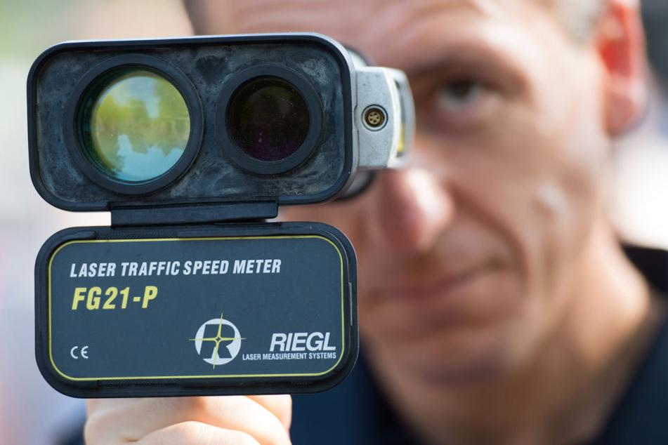 Der junge Raser ist in eine Radarfalle der Berliner Polizei getappt. (Symbolbild)
