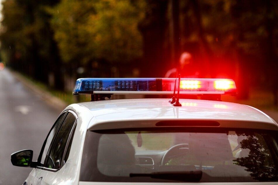 Die Polizei nahm drei Teenager in England fest. Zwei von ihnen wurden des Mordes für schuldig gesprochen. (Symbolbild)