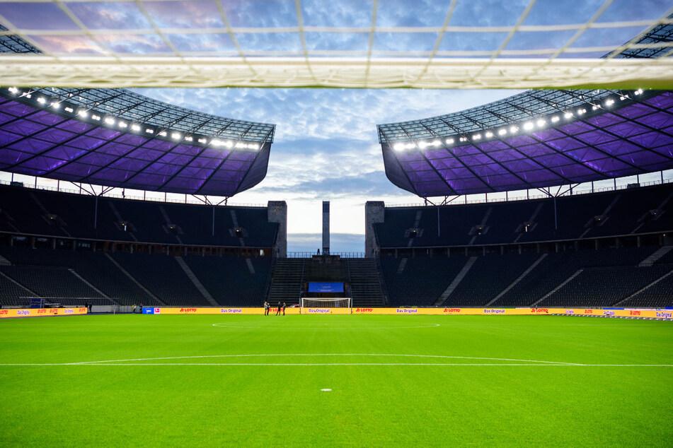 Hertha BSC bekommt erneut einen neuen Rasen im Berliner Olympiastadion.