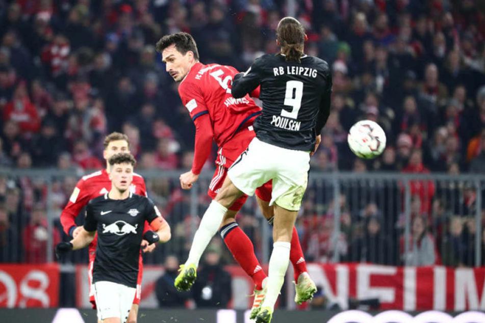 RB-Stürmer Yussuf Poulsen (r.) hatte mit Mats Hummels einen starken Gegenspieler, der ihn kaum zur Entfaltung kommen ließ.