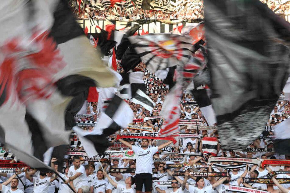 Das Ticketkontingent wurde von zuvor 7000 auf nun 8500 Tickets für die Fans der Eintracht aufgestockt (Symbolbild).