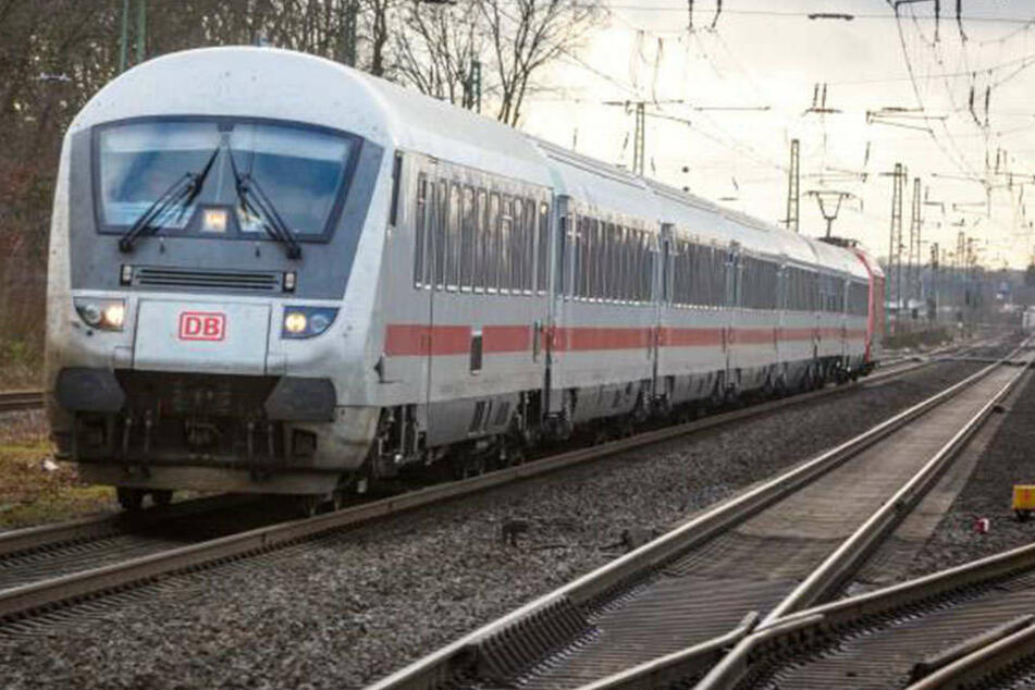 Im IC von Minden nach Hannover machte sich ein Leipziger in seiner Hose zu schaffen.