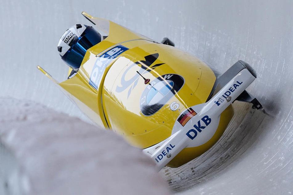 Zweier-Weltmeister Francesco Friedrich rast mit Anschieber Martin Grothkopp zum Bahnrekord.