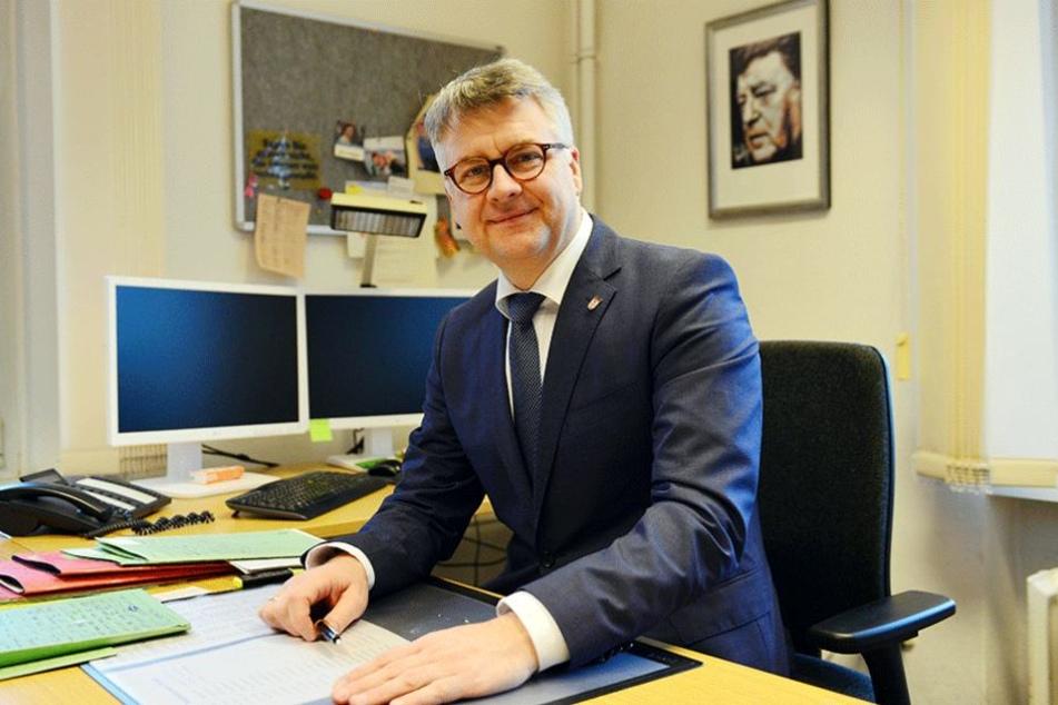 Spandaus Bezirksstadtrat Andreas Otti (AfD) in seinem Büro in Berlin.