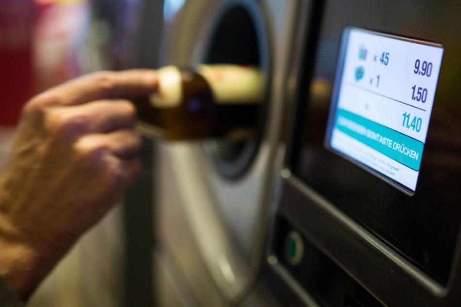 Automat manipuliert: 1,8 Millionen Euro mit Pfandflaschen ergaunert