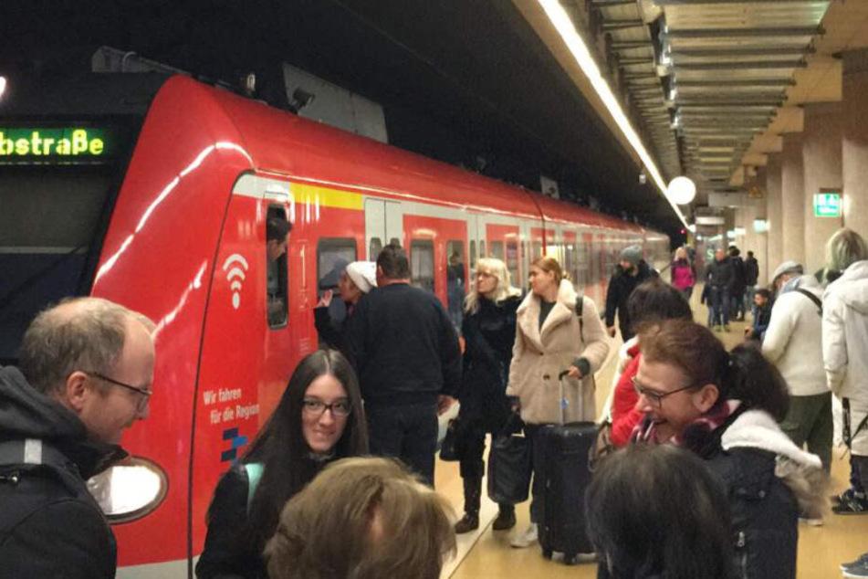 Stress für Pendler: S-Bahn-Verkehr Richtung Flughafen zeitweise dicht