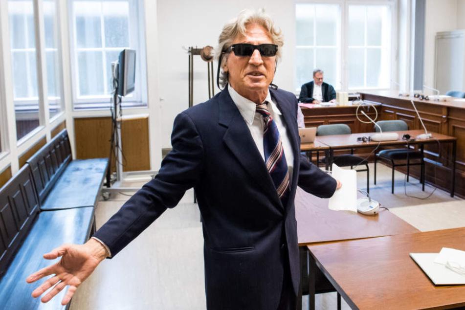 """""""Willkommen in meinem Reich!"""" Der Angeklagte hielt vor Gericht eine stundenlange Rede."""