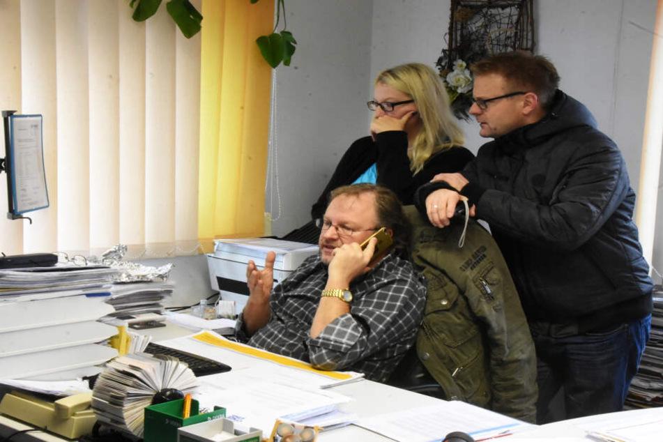 Wurde schon mehrmals von Wohnmobil-Dieben heimgesucht: Firmenchef Jost Zinke mit seinen Mitarbeitern.