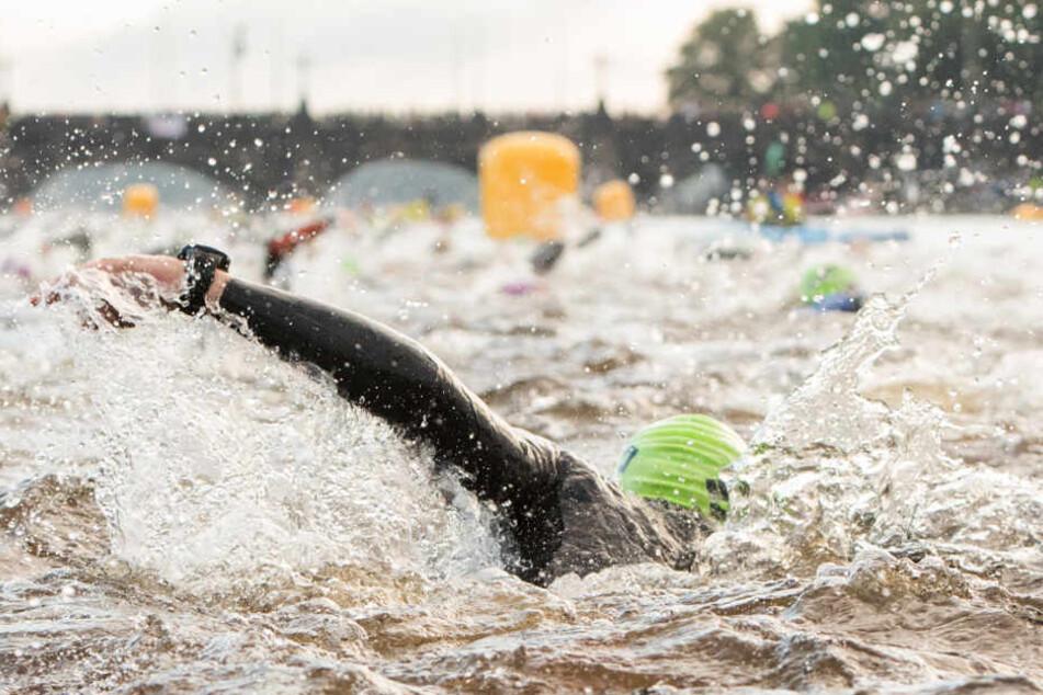 Schwimmen fällt beim diesjährigen Ironman in Hamburg aus (Archivbild).
