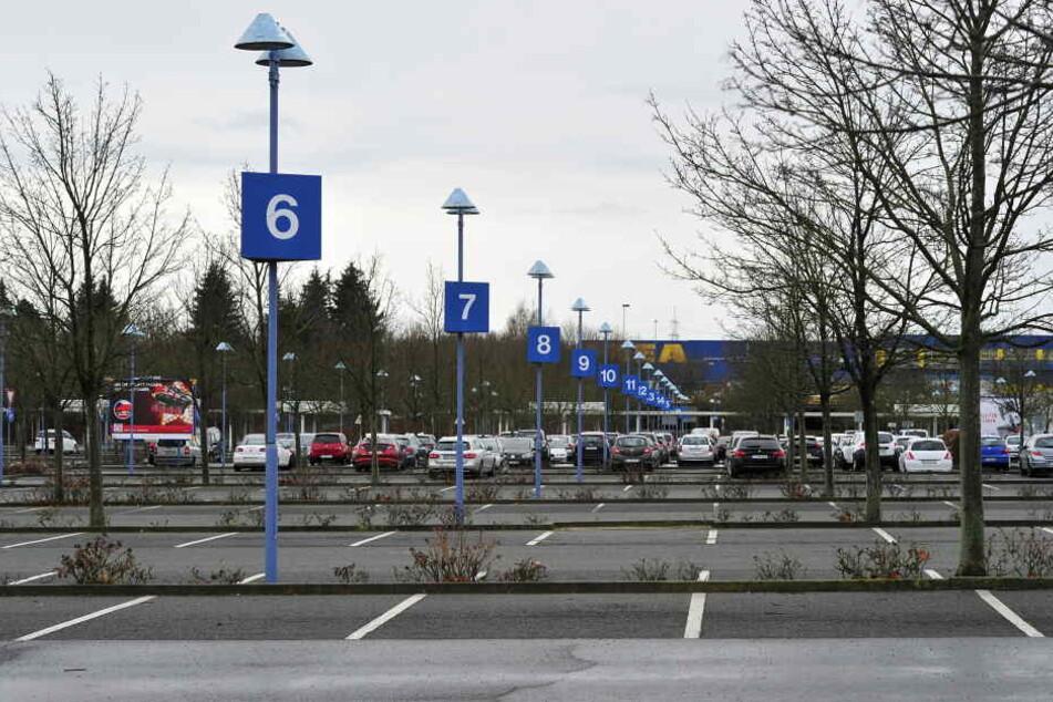 Im Parkplatzbereich des Neefeparks kam es auf dem Fußgängerüberweg der Parkplatzstraße zu einem schweren Unfall. (Symbolbild)