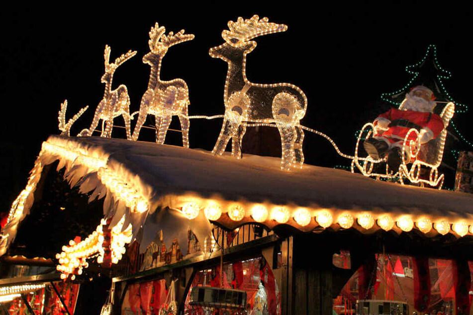 Zwei Männer haben zwei Kassiererinnen auf einem Weihnachtsmarkt in Berlin-Kreuzberg überfallen (Symbolbild).