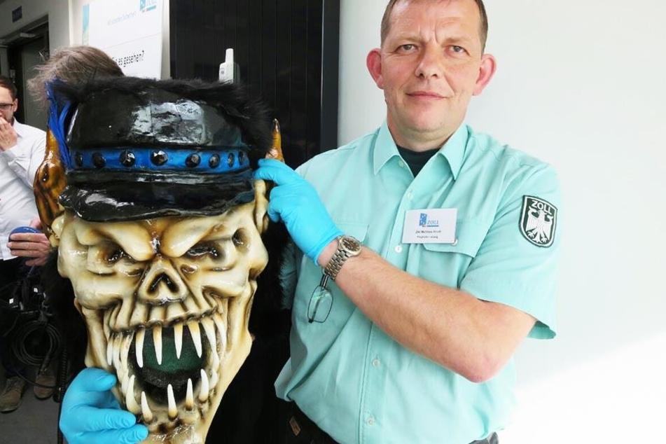 In dieser Maske fanden Mitarbeiter des Zolls 200 Gramm Kokain.