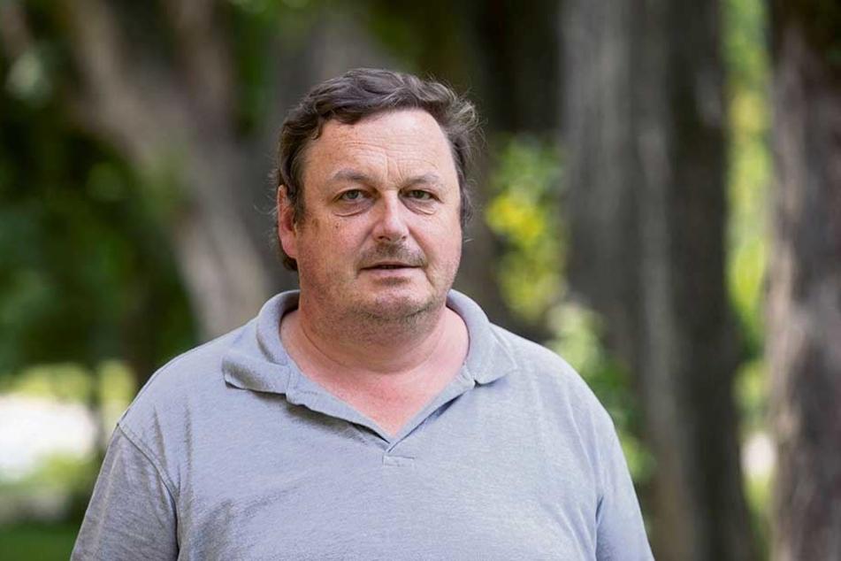 Tierheim-Chef Uwe Bär (55) hofft auf Spenden, damit er neue Hundebetten kaufen kann.