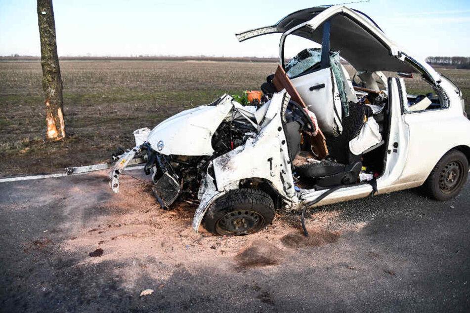 Ein Abschleppdienst beseitigte das Unfall-Wrack aus dem Verkehrsraum.