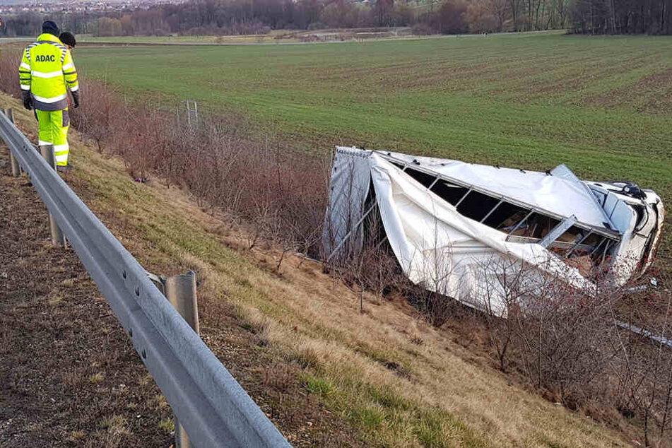 Auf der B178 wurde ein Transporter von der Fahrbahn geweht, der Fahrer wurde schwer verletzt.