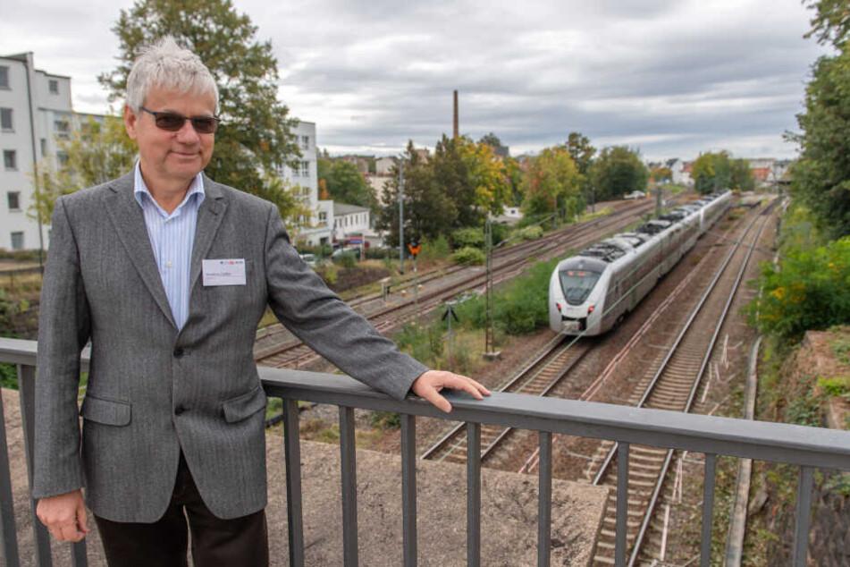 Projektleiter Matthias Sieber (62) vor den Gleisen, die in den nächsten Jahren ausgetauscht werden.