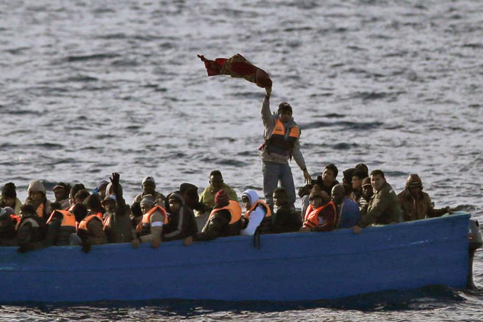 Mindestens 16 Migranten sollen ertrunken sein, über 25 werden noch vermisst. (Symbolbild)
