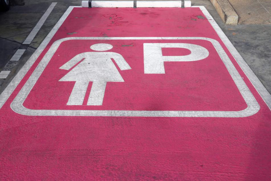 Diskriminieren Frauenparkplätze etwa auch Frauen? (Symbolbild)