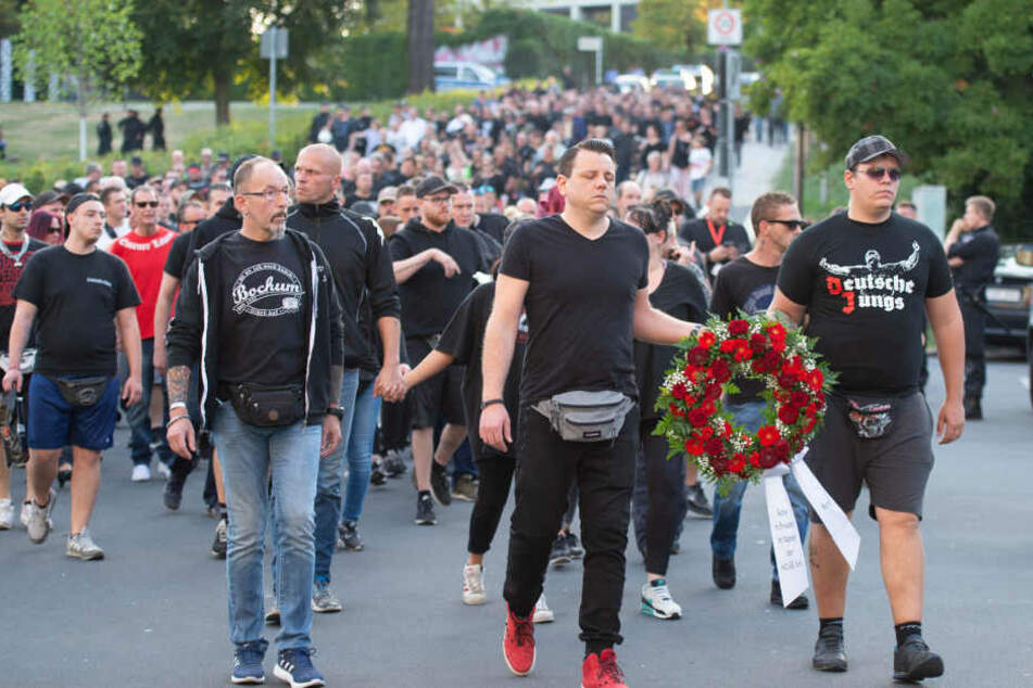 Bei dem Trauermarsch in Mönchengladbach blieb es friedlich.