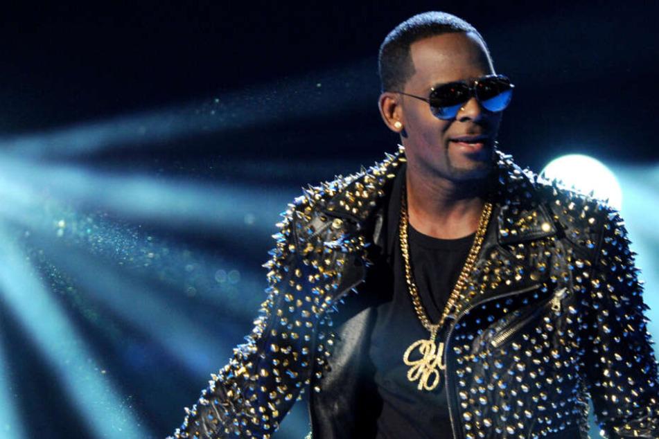 Missbrauchs-Vorwürfe: Zehntausende verhindern Konzert von Sänger R. Kelly