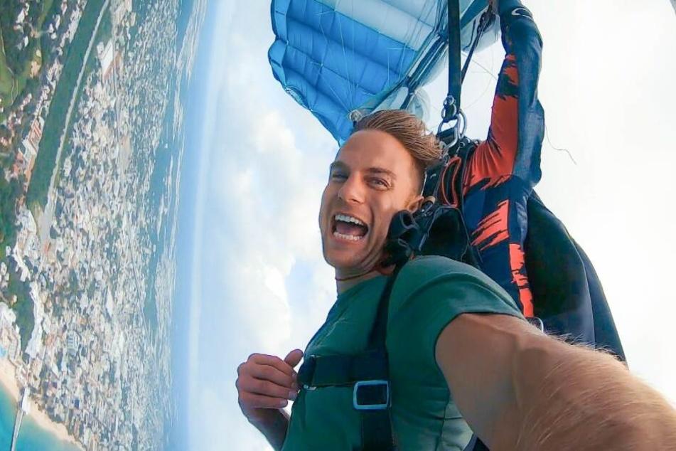 Sebastian Preuss beim Fallschirmspringen.