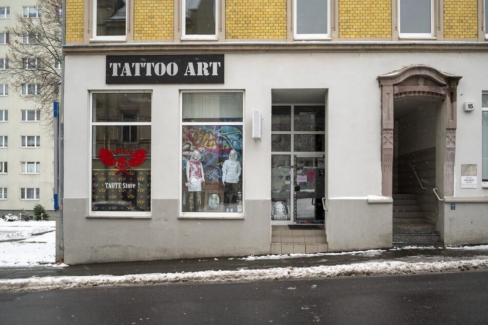 """Das Studio """"Tattoo Art"""" in der Augsburger Straße: Anwohner beschweren sich über angebliche Verstöße gegen die Corona-Schutzverordnung."""