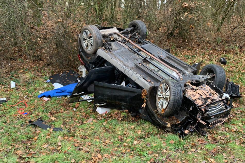 Außer Kontrolle: Polizei will Autofahrer kontrollieren, kurz darauf ist sein Wagen Schrott