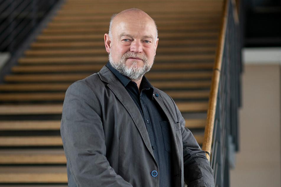 Der sächsische Landtagsabgeordnete Andreas Heinz (59, CDU) hält als studierter Agraringenieur mehrere hundert Schafe.