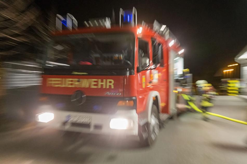 Die Thüringer Feuerwehr musste am Montagabend Brände in Einfamilienhäusern löschen.