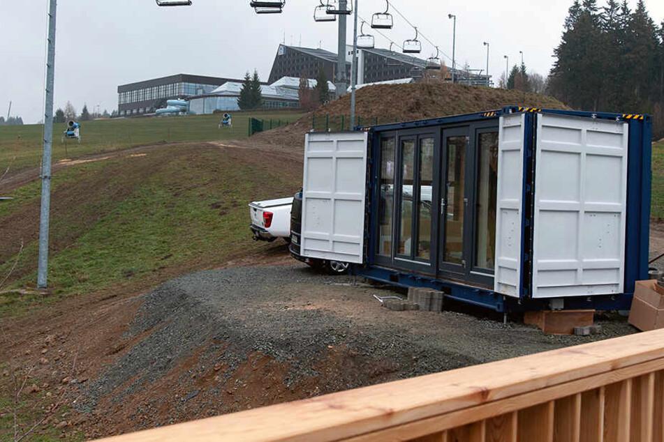 Mitten im Skigebiet: Hier könnt Ihr im Container schlafen