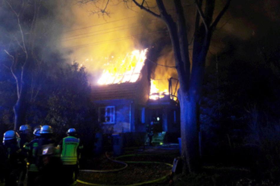 Als die Feuerwehr eintraf, brannte das Haus bereits in voller Ausdehnung.