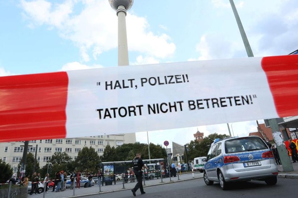 Immer wieder muss die Polizei zu Straftaten auf dem Alexanderplatz anrücken.