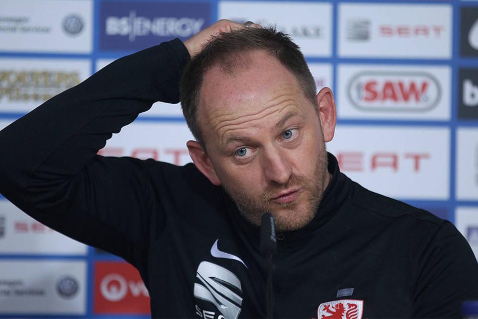 Eintracht-Trainer Torsten Lieberknecht erwartet eine heiße Atmosphäre in der SchücoArena.