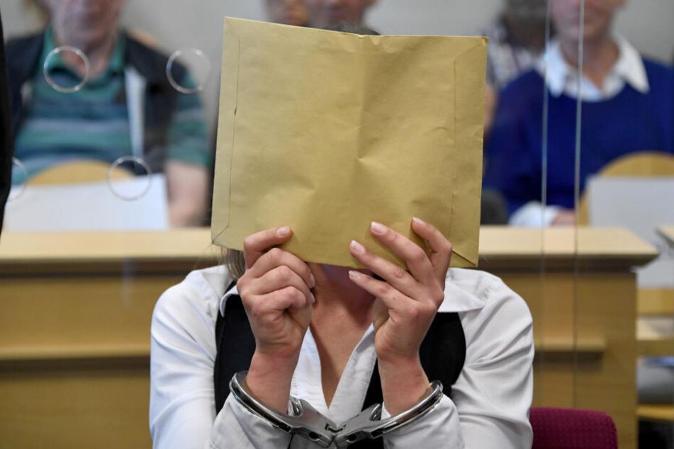 Die 37-Jährige Angeklagte soll im April 2017 ihren Ex-Partner umgebracht haben.