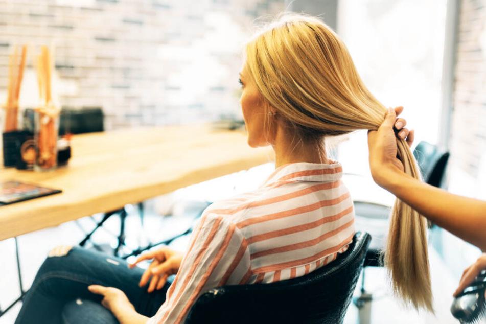 Köln: Frau wünscht sich blonde Strähnchen: Friseur verbrennt ihr den Kopf