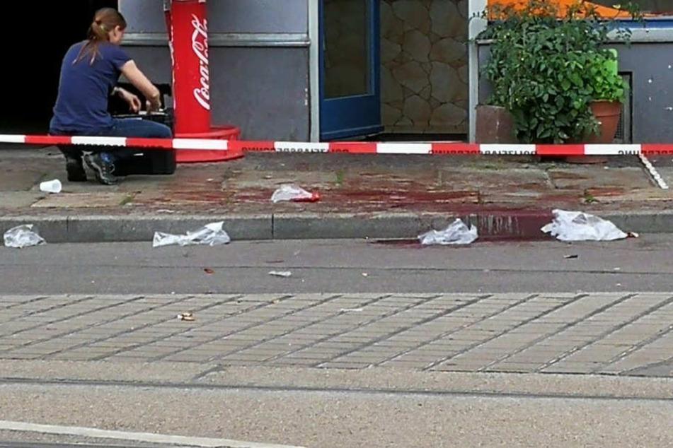 Bei der Messerattacke wurde am Montag ein 17-jähriger Teenager vor einem Dönerladen schwer verletzt.