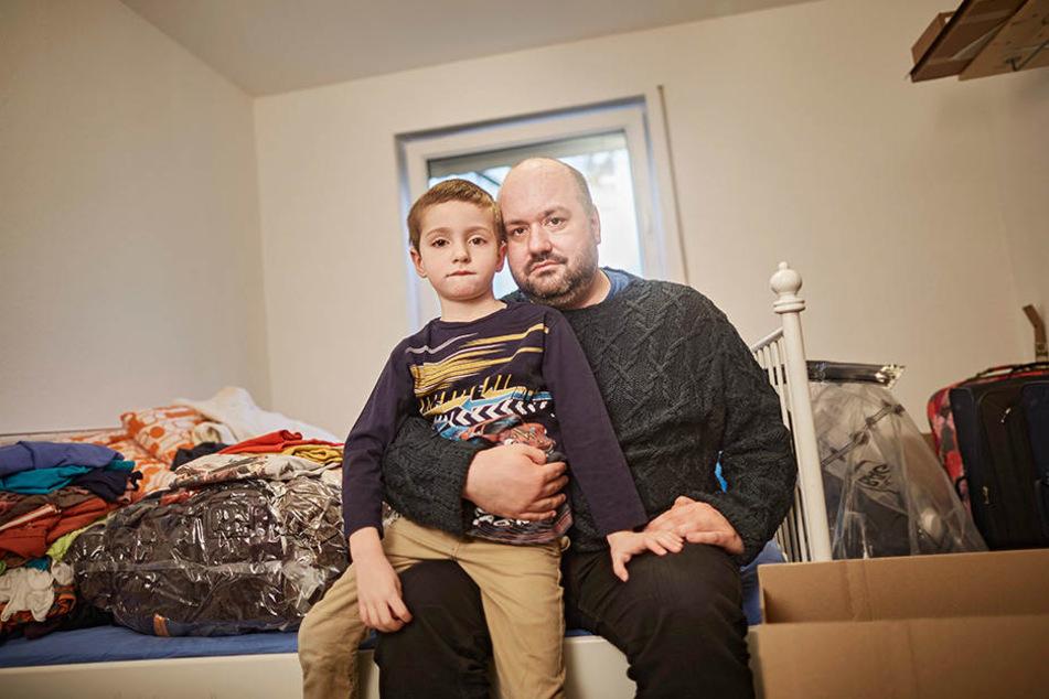 Petr Cizmar kümmert sich liebevoll um seinen Sohn. Der kleine David weiß, wie seine Mutter zu Tode kam. Sein Papa hat es ihm erklärt.