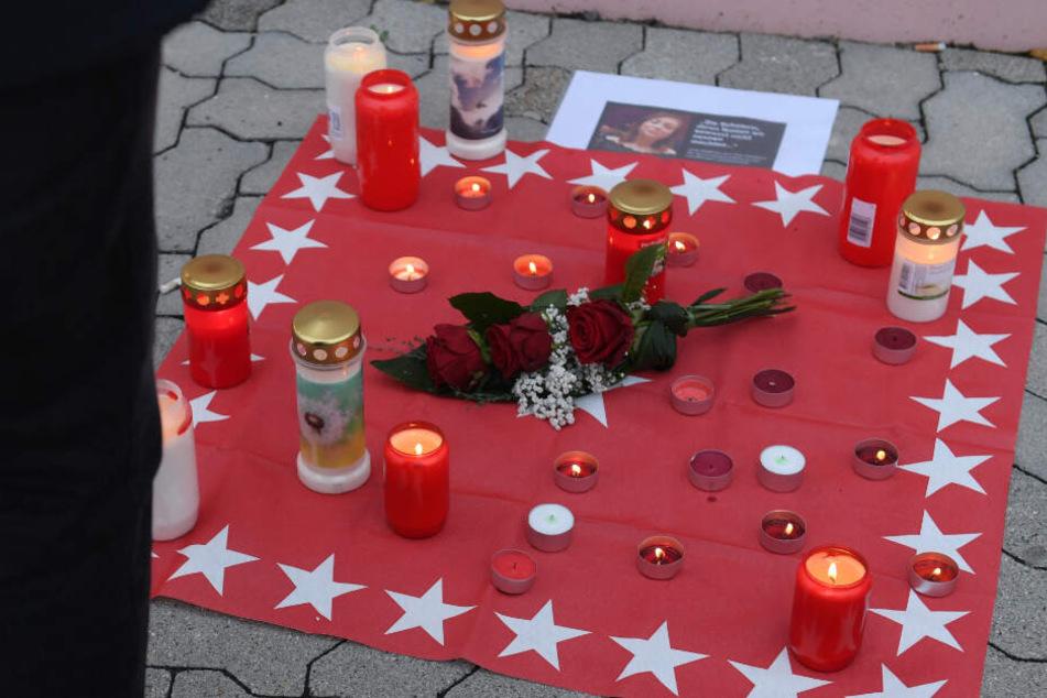Kerzen erinnern im Jahr 2018 an den grausamen Mord an Mia.