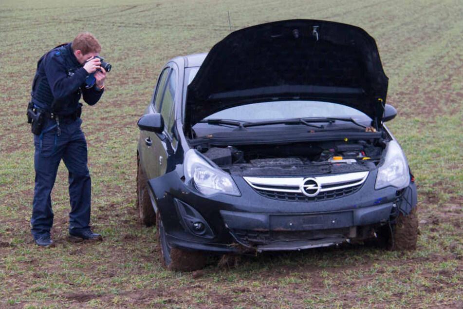 Die Frau musste aus ihrem Wagen gerettet werden.