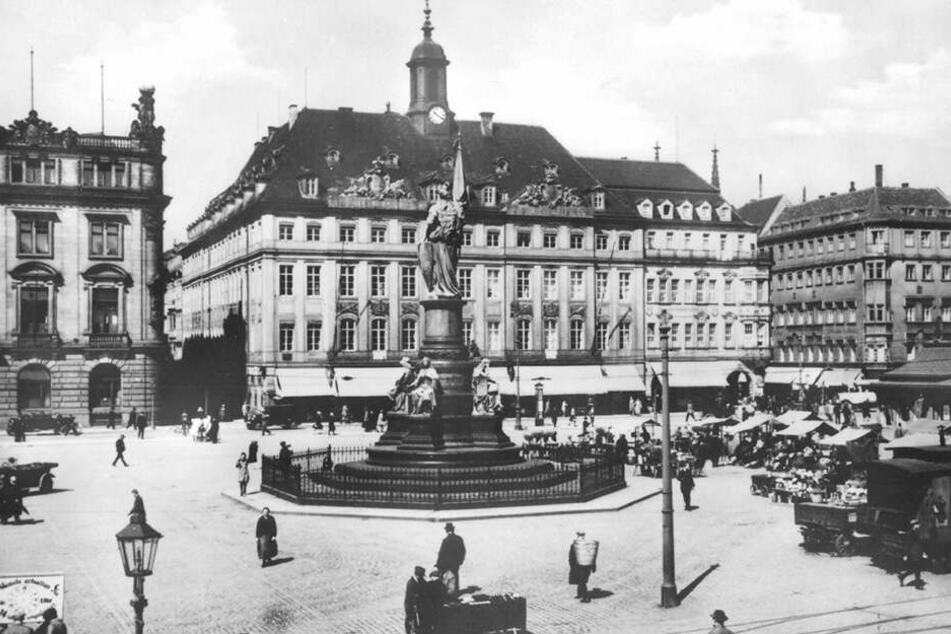 Am Altmarkt neben dem Alten Rathaus war bis zur Zerstörung 1945 die Löwen-Apotheke (2. Gebäude von rechts) ansässig.