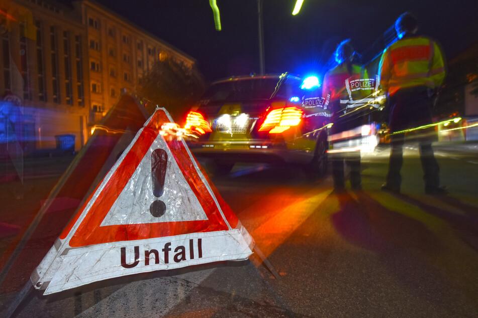 Polizisten sperrten während der Rettungsaktion die Straße. (Symbolbild)