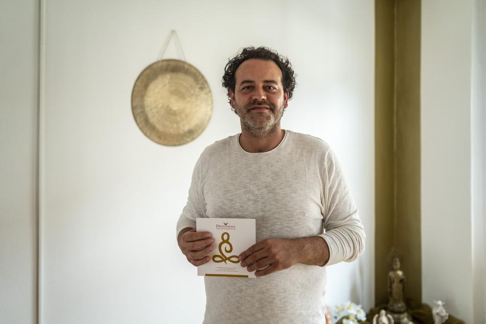 """Sexualcoach André Sondermann (38) vom """"Dhananjaya Yoga- und Therapiezentrum"""" verrät, wie die Partnersuche glückt."""