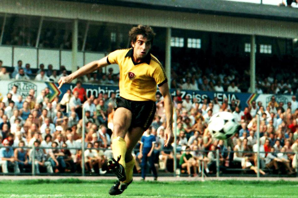220 Spiele und 103 Spiele für Dynamo: Ralf Minge.
