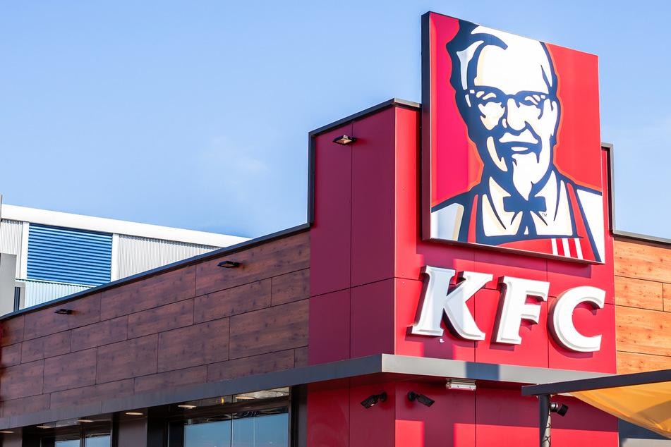 Wegen endlos kostenlosem Essen bei KFC: fünf Studenten hinter Gitter